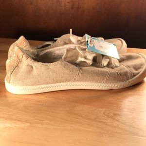 Mad love sneakers size 8